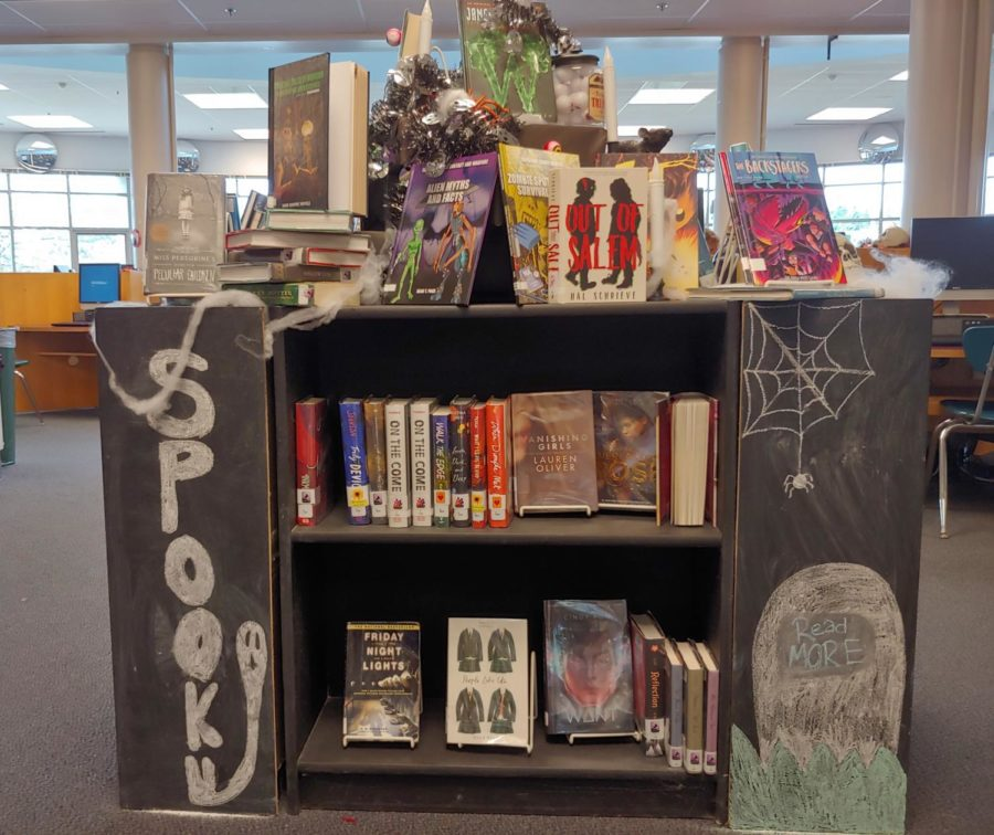 A display in the media center decorated with Halloween decorations.