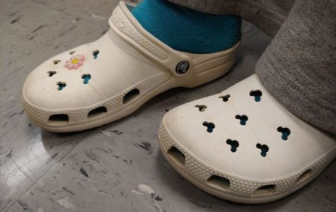 Northwest student wearing Crocs on Wednesday, November 13.